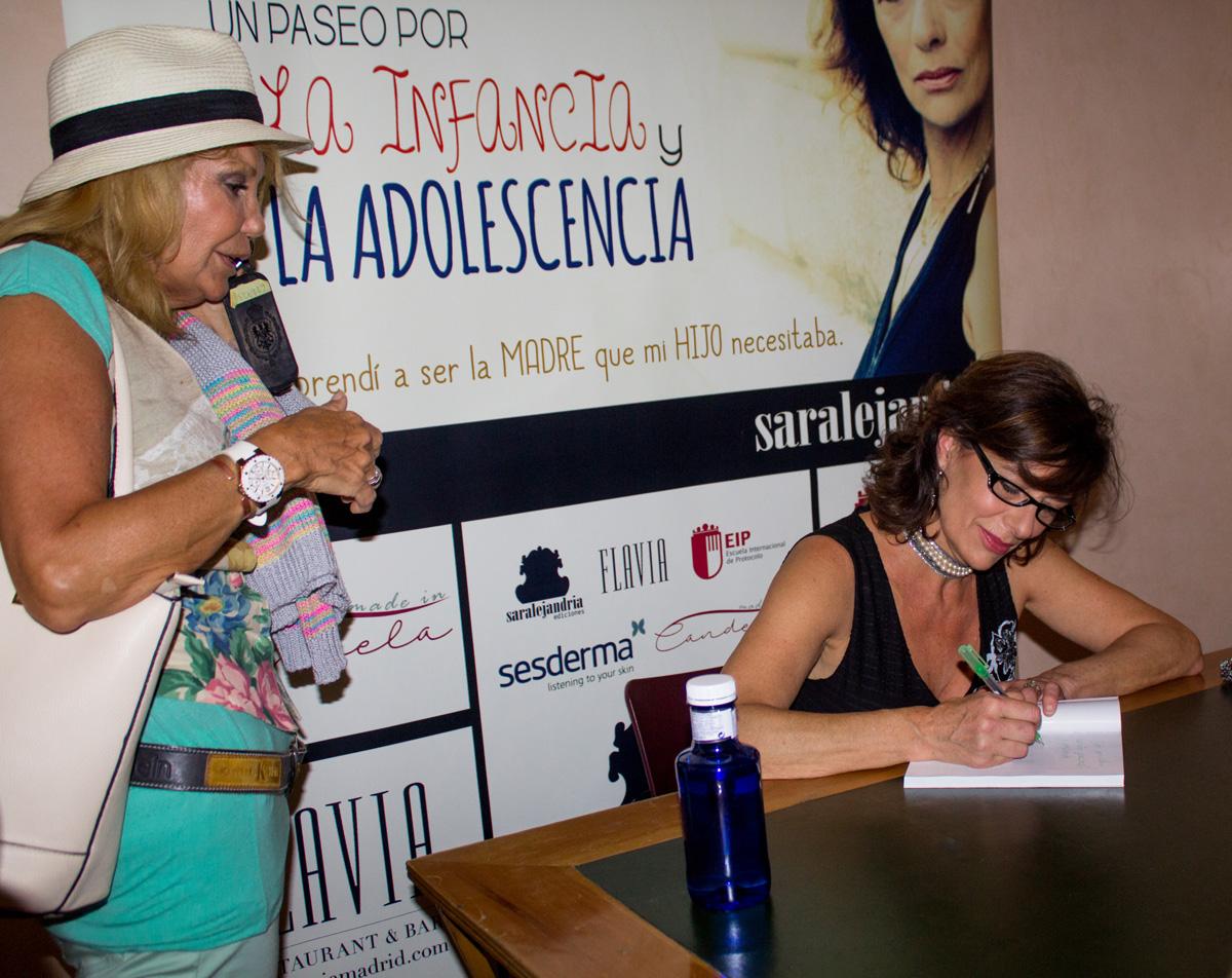 Alejandra grepi firma libro síndrome de Tourette