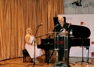 Irene-Alman-y-Artis-actuación-3.jpg